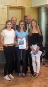 Die Preisträgerinnen mit Regierungspräsident Dr. Thomas Bauer und Bezirkstagspräsident Richard Bartsch