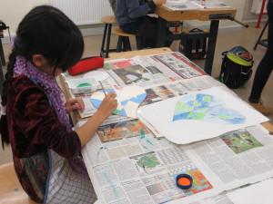 Beim Anfertigen der Mara Uhren in der Rückertschule