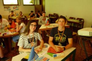 Zwei Schüler beim Polis Spiel 2017 verkörpern die EU