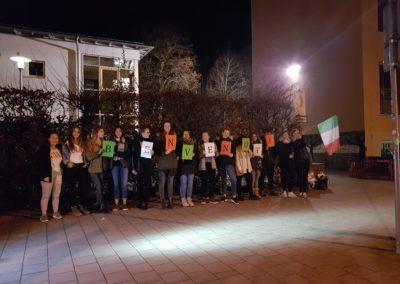 Erwartungsfrohe CEG-Schüler bei der Ankunft unserer Gäste aus Siena
